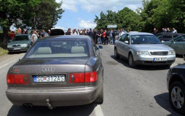 Українець доступно пояснив, чому обрав авто на єврономерах