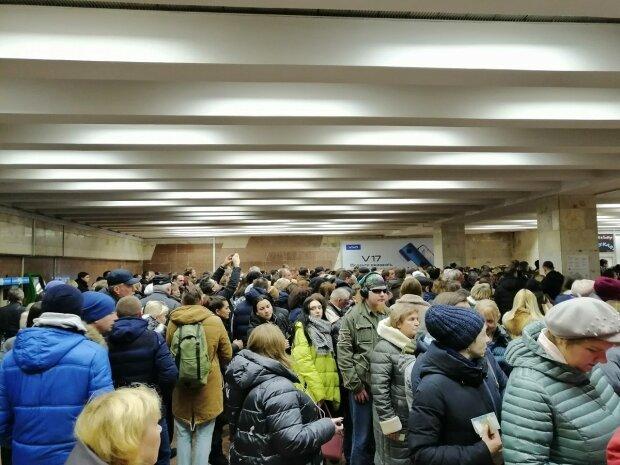 В метро Києва, фото 112 Україна