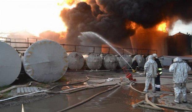 У Василькові пожежу гасять 186 рятувальників і 40 машин