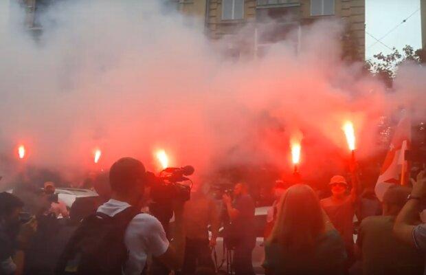 В Киеве возле посольства Беларуси украинцы требуют отставки Лукашенко