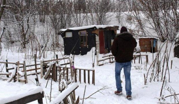 Коммунальщики угрожают снести дом дворника-сироты  (фото)
