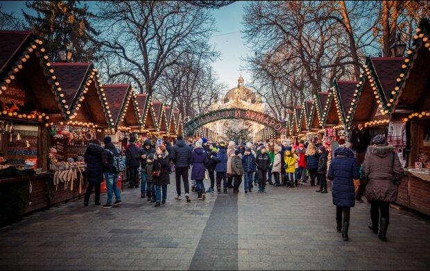 Вихідні на Новий рік 2020: на скільки затягнуться зимові канікули