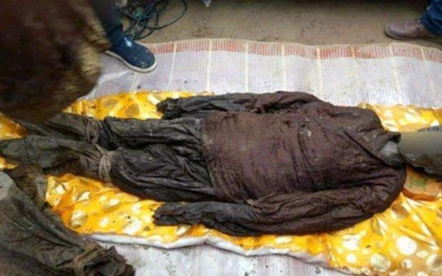 Китайцы нашли 500-летние мумии в хрустальных гробах