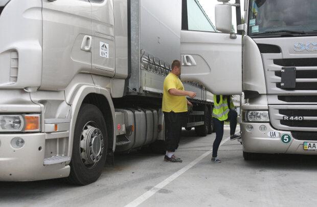 Штрафы за перегруз фур: в Укравтодоре обратились к водителям с объяснением