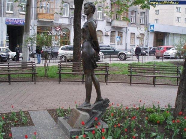 В Киеве сперли памятник партизанке