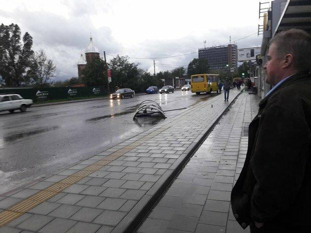 """Розлючені львів'яни накинулися на Садового через залиті дороги: """"Після виборів хоч втопіться"""""""