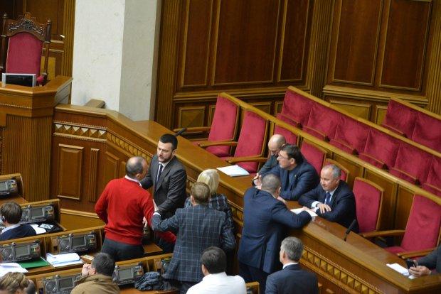 """""""Ходімо вийдемо"""": відставка Луценка мало не закінчилася бійкою, Соболєв ледве втік"""