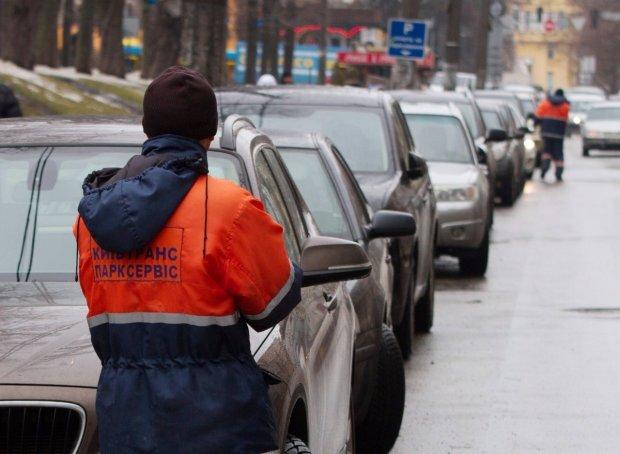"""У Кличка парковки віддали в оренду """"бандюкам"""", мільйони гривень йдуть повз киян, люди вимагають ламати схеми"""