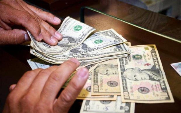В Украине после выходных стремительно вырос доллар