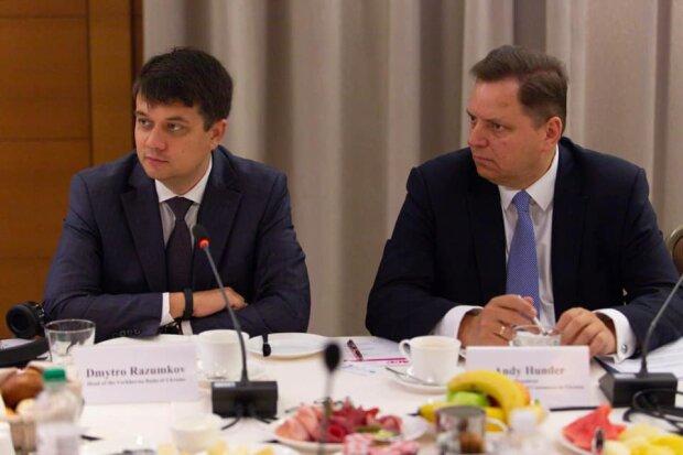 """Разумков объяснил, почему парламент включил турбо режим: """"Стоят перед Украиной"""""""