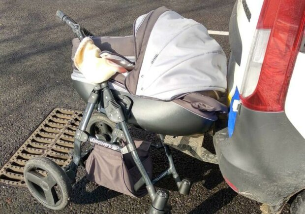 дитяча коляска на дорозі, фото:zp.vgorode