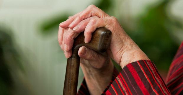 90-летняя пенсионерка пожертвовала бойцам на Донбассе неимоверную сумму: она простая женщина и, конечно, болеет за будущее Украины