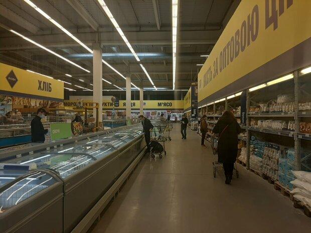 """Львовянка не узнала польскую колбасу в супермаркете: """"Это фальсификат?"""""""