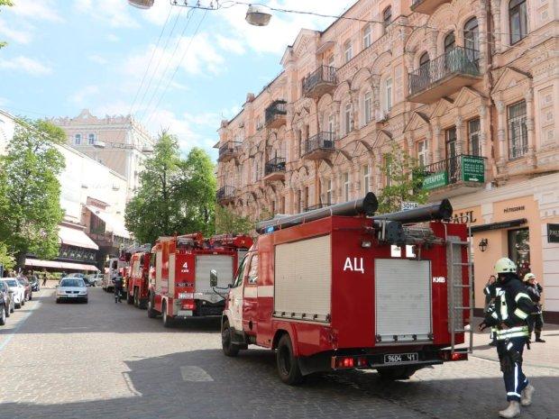 У Києві палає поліклініка: рятувальники мчать з усього міста, під загрозою - діти
