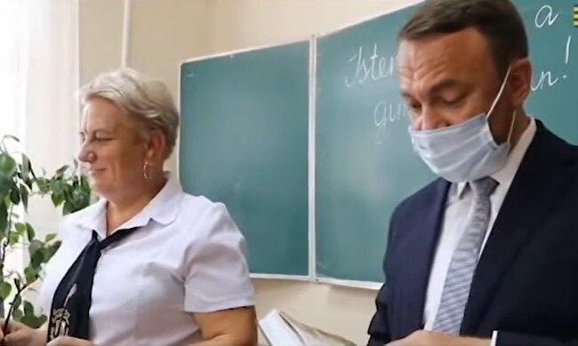 Алексей Петров выступает на венгерском языке, скриншот из видео