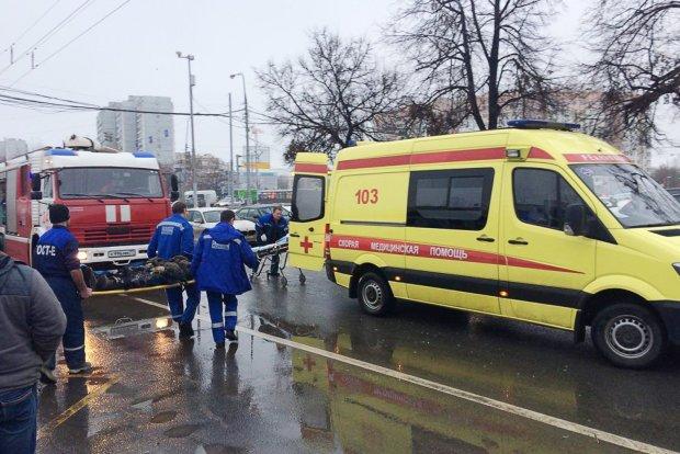 Люди лежат в крови, ноги - отдельно: у метро произошло страшное несчастье