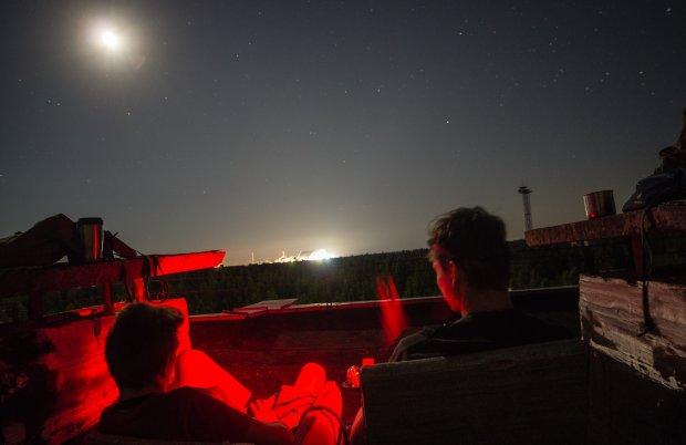 Мистический закат в зоне отчуждения Чернобыльской АЭС заставил украинцев поверить в легенды: невероятная панорама