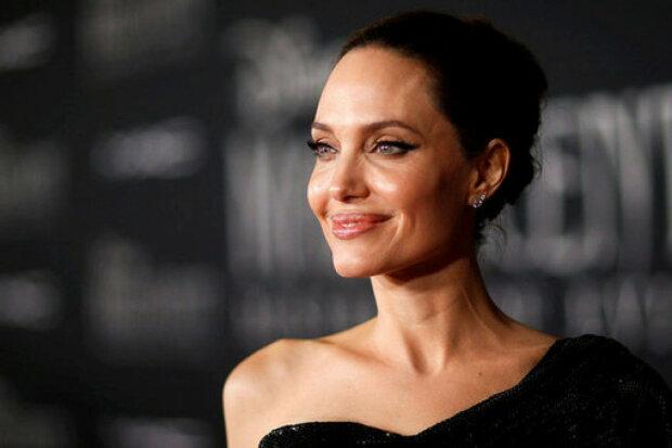 """Джолі повністю оголилася перед фотографом, Пітт десь кусає лікті: """"Шикарна..."""""""