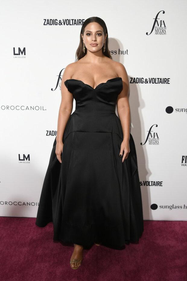 Ешлі Грем намагалась сховати пишні форми в сукню 205e26ce44dfb