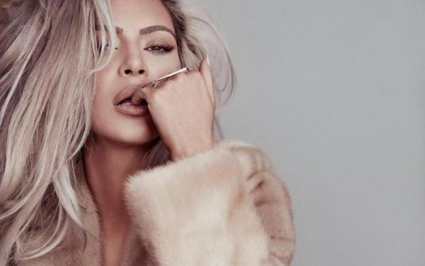 Прикраси на голе тіло: Кардашьян знову підкорила  Vogue