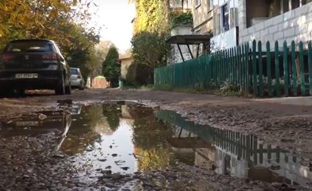 Двор во Франковске не ремонтировали несколько лет, кадр из репортажа Суспільне: Facebook