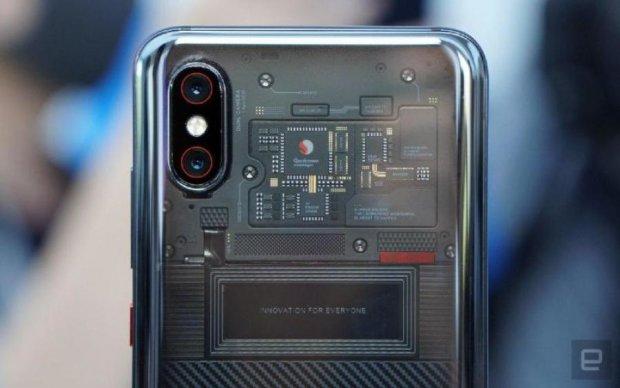 Xiaomi Mi 8 Explorer Edition розкусили: що приховує популярний флагман
