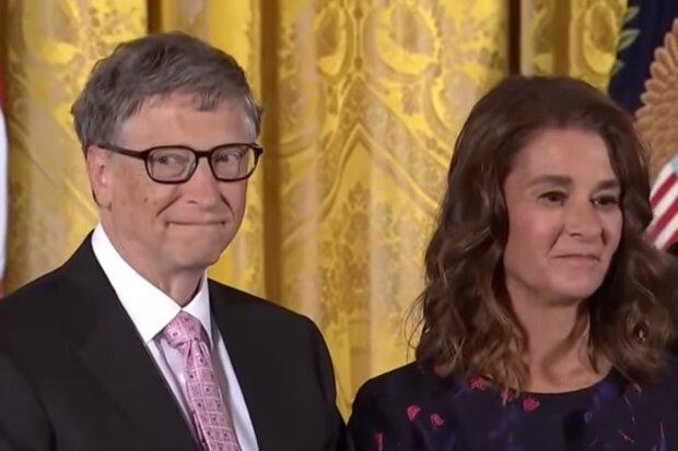 Билл Гейтс с женой, скриншот с видео