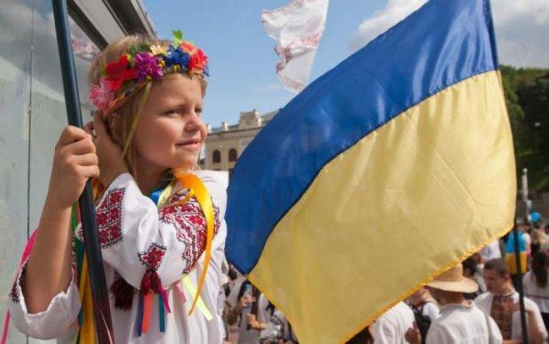 Прыгнули в пропасть и отскочили от дна: как украинцы строят новую страну