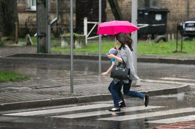 Погода на выходные: синоптики пообещали украинцам райский уикенд, но повезет не всем