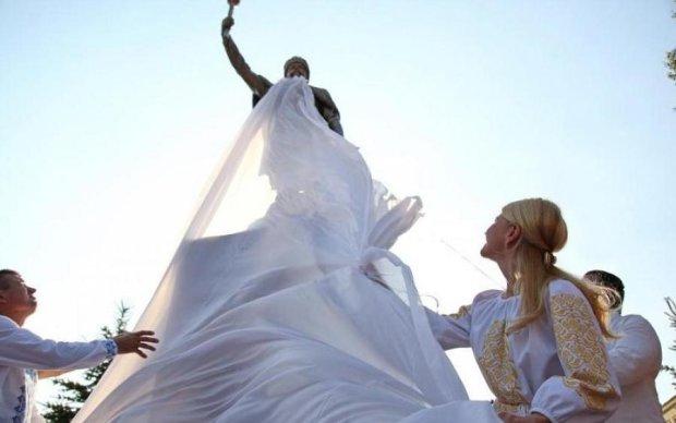 В Україні з'явився новий пам'ятник одіозному гетьману