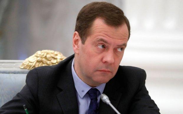 """Соціологи виставили Медведєву рахунок за """"замовний рейтинг"""""""