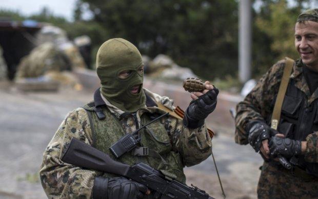 """На Донбассе боевики массово уходят """"по собственному"""""""