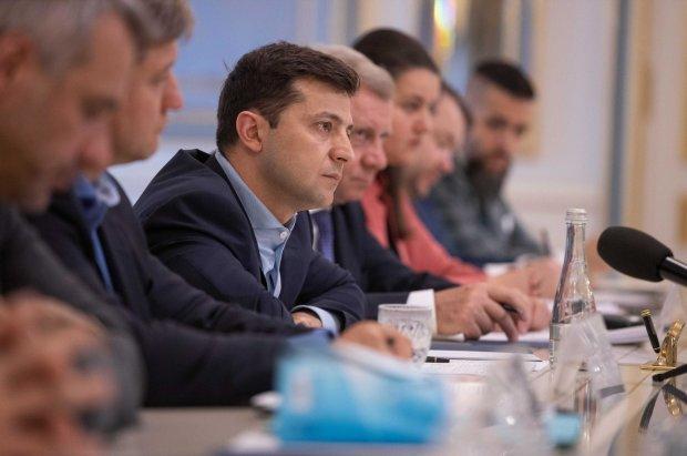 У Зеленського хочуть саджати любителів переговорів із Путіним: воююча країна