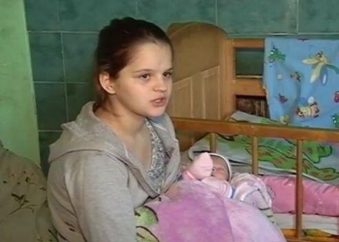 """Львовянка родила в 12 от собственного брата и огорошила Украину признанием: """"Устала, еду в Польшу"""""""