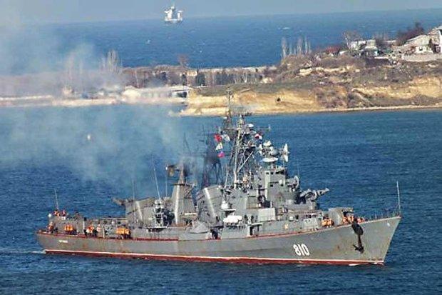 Российские боевые корабли охраняют Севастополь