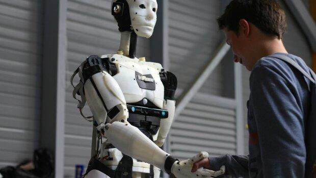 Робот, фото з вільних джерел