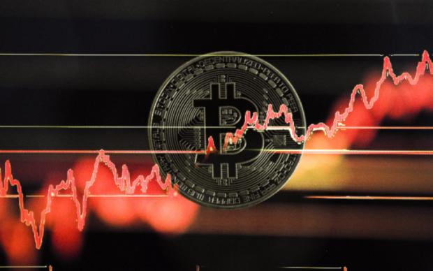 Курс біткоіна на 25 квітня: криптовалюта піднялася з колін
