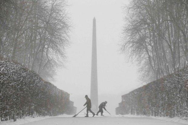 Украину накрыла зима, город заметает снегом, украинцы разделились: одни радуются, другие рыдают