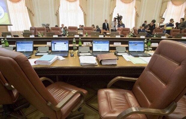 """Президент подарував синові міністерське крісло, деталі рішення """"слуги народу"""""""