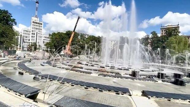 Фонтан в Харькове на площади Свободы, скриншот