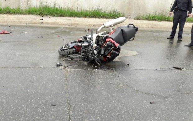 Київський коп під градусом збив байкера