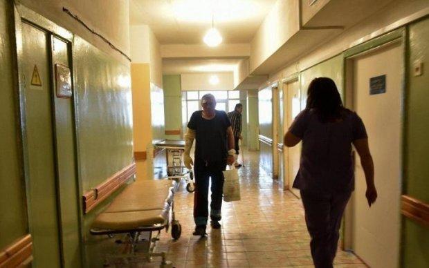 Разьяренный отец отправил хирурга и медсестру на больничную койку