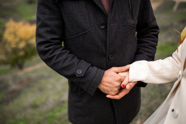Невірну дружину можна визначити по руках: вчені показали спосіб
