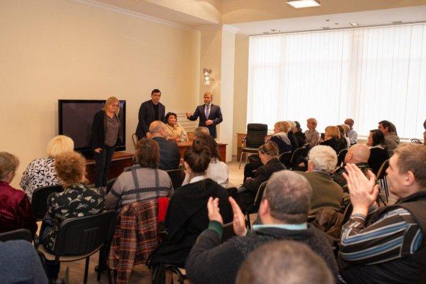 Вадим Новинский на встрече с членами семей погибших 2 мая
