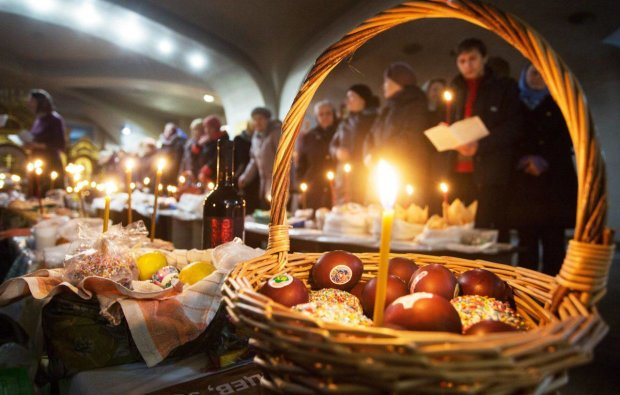 Жадібні до халяви росіяни на Великдень осатаніли: билися за крихти, добре хоч не з лопати