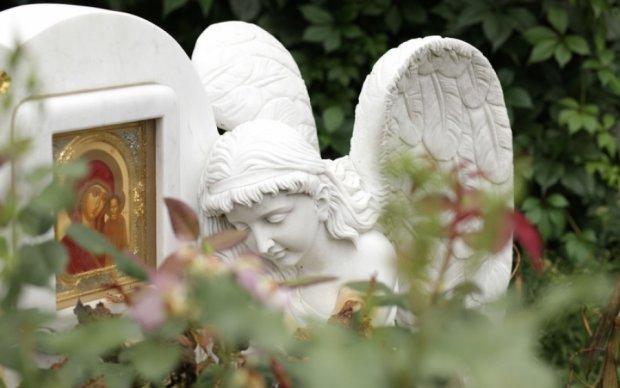 Чиновника Госдумы нашли мертвым на могиле дочери в Москве