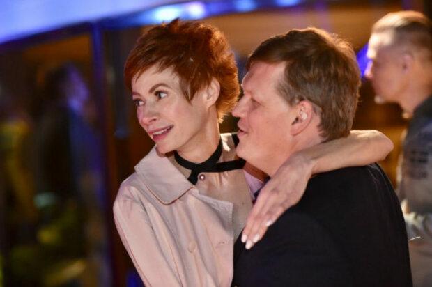 """""""Розовая"""" невеста Розенко на камеру показала, что она умеет выделывать ртом, видео"""