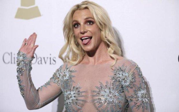 Бритни Спирс показала утреннее кофейное лицо