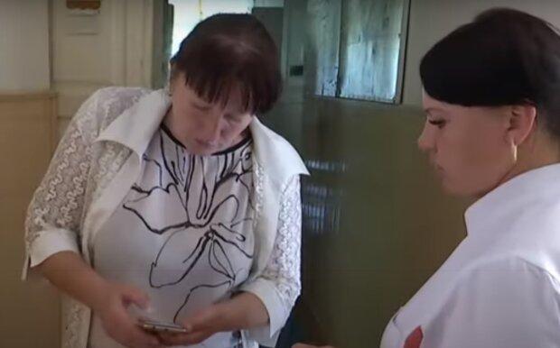 В Тернополе волонтеры нагрянули в больницу и обнаружили страшное: полчища тараканов, грязная посуда