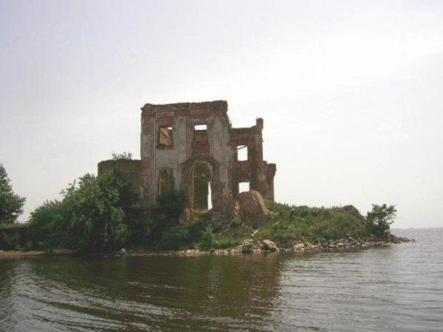 В Черкасской области разрушается редкостная историческая памятка (видео)